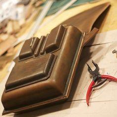 Mens #satchel #shoulderbag  in progress. #horsehide #cowhide Molded front pockets to customers specs #bespoke  #horween #hermannoakleather  #mensaccessories #mensfashion #patina #handcrafted #handmade
