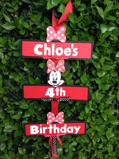 Minnie party welcome sign.