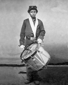 This young African-American drummer boy who was a member of the United States infantry during the Civil War. Us History, Black History, History Images, War Drums, Union Army, Drummer Boy, Civil War Photos, American Civil War, American Veterans