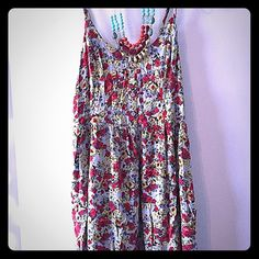 Light weight floral dress. VERY SWEET! This very sweet floral dress is comfortable and cute for the summer! Excellent condition. Xhilaration Dresses
