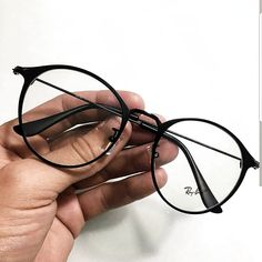 Stylish Sunglasses, Cat Eye Sunglasses, Sunglasses Women, Glasses Frames Trendy, Glasses Trends, Lunette Style, Fashion Eye Glasses, New Glasses, Mode Outfits