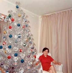 vintage 43 Interesting Vintage Snapshots Capture Middle-Aged Women Posing Next to Their Christmas Trees From the and ~ vintage everyday Vintage Aluminum Christmas Tree, Vintage Christmas Photos, Old Fashioned Christmas, Diy Christmas Tree, Christmas Past, Vintage Holiday, Silver Tinsel Christmas Tree, White Christmas, Vintage Photos
