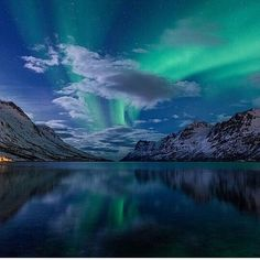 Perfect Blend of Aurora Borealis, Tromsø, Norway Holidays In Norway, Star Painting, Tromso, Pretty Lights, Above And Beyond, Aurora Borealis, Stargazing, Nature Photos, Northern Lights