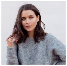 coupe cheveux femme mi long tendance look cut hair woman mid long trend look Mid Haircuts, Blunt Bob Hairstyles, Straight Hairstyles, Cut Hairstyles, Mid Length Haircuts, Blunt Haircut Medium, Long Bon Hairstyles, Best Haircuts, Teenage Girl Haircuts
