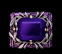 Jewellery Arts & Crafts circa 1925 - BERNARD INSTONE An Arts & Crafts silver brooch, w/ central rectangular cut amethyst, w/ a leaf and golden floret surround over a border of rectangular baguette amethysts. Jewelry Crafts, Jewelry Art, Antique Jewelry, Vintage Jewelry, Fine Jewelry, Jewelry Design, Antic Jewellery, Purple Love, All Things Purple