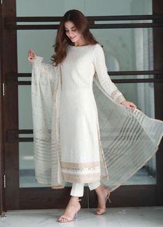 Party Wear Indian Dresses, Pakistani Fashion Party Wear, Indian Fashion Dresses, Dress Indian Style, Indian Designer Outfits, Designer Dresses, Party Wear Kurtis, Designer Punjabi Suits, Indian Gowns