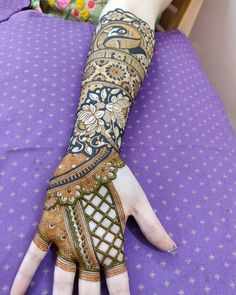 Moreover it is important to pick the Latest and Beautiful Henna Bridal mehndi designs that can give you the best nature of the designs along with Images . Wedding Henna Designs, Peacock Mehndi Designs, Mehndi Designs Feet, Latest Bridal Mehndi Designs, Indian Mehndi Designs, Modern Mehndi Designs, Mehndi Design Pictures, Mehndi Designs For Girls, Beautiful Mehndi Design