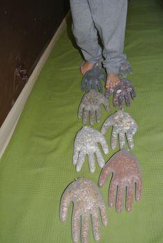 ścieżka sensoryczna z rękawiczek