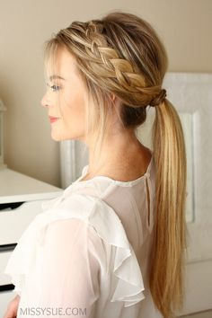From the perky high ponytail to the trusty low ponytail to the ever-stylish braided ponytail, cute ponytail hairstyles are a dime a dozen. Find inspiration in these gorgeous and doable ponytail hairstyles. Cute Ponytail Hairstyles, Cute Ponytails, Pretty Hairstyles, Easy Hairstyles, Wedding Hairstyles, School Hairstyles, Braids Into Ponytail, Southern Hairstyles, Date Night Hairstyles