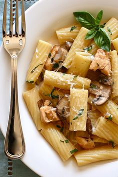 Chicken Marsala Rigatoni [adaptation: 1.5 cup sweet marsala, 1/3 cup cream, 1/4 broth to deglaze when george foreman the chicken]