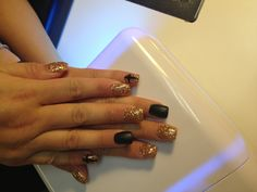 Gold glitter and matte nails