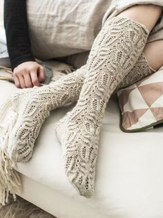 Skill Level: Intermediate These knee-high lace stockings from Novita Nalle yarn have a beautiful recurring pattern. Free Pattern More Patterns Like This! Lace Socks, Knitted Slippers, Crochet Slippers, Knit Crochet, Crochet Granny, Knit Lace, Vintage Knitting, Lace Knitting, Knitting Socks