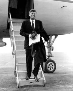 JFK arrives in Minnesota (or Wisconsin) 30 March 1960