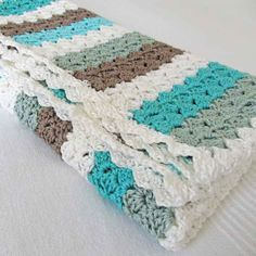 Crochet baby blanket... Great Color combination  Very modern looking elisadesign: SweetCrunchBabydecken...