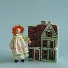 "Miniature Sweetheart 1/4"" and 1"" scales doll in green and free dollhouse Kit"