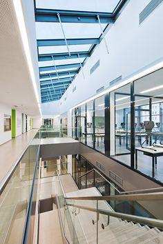 Hallway, third floor (Photo: Hertha Hurnaus)