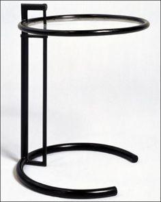 Eileen Gray, Table ajustable, 1926-1929. Acier tubulaire laqué, acétate de cellulose. Mobilier provenant de la maison E 1027.Courtesy Centre Pompidou, Musée national d'art moderne (Paris), © DR, Photo: Jean-Claude Planchet