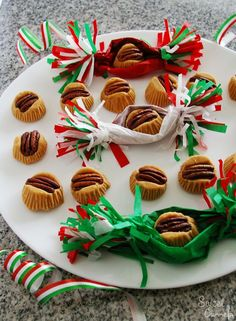"""""""Mostachones"""", Mexican Milk Candy with pecan nuts. Mexican Bread, Mexican Dishes, Mexican Food Recipes, Mexican Desserts, Mexican Pastries, Vegetarian Recipes, Mexican Cookies, Mexican Candy, Mexican Christmas"""