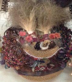 Hutsul folk costumes used in Carpathian regions of Ukraine are incredibly beautiful (photos) Folk Costume, Costumes, Pom Pon, Wedding Headdress, Wedding Groom, Traditional Outfits, Artificial Flowers, Ukraine, 19th Century