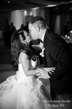 www.glenmarstudio.com #glenmarstudio #weddingphotography #weddingday #reception #firstdance #brideandgroom #kiss