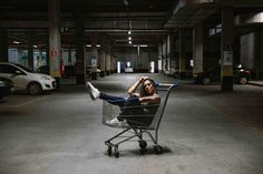 Teste - Jadi Bobcats - Betim-MG - Shopping - Fotografia Portrait Photography Poses, Urban Photography, Photo Poses, Creative Photography, Street Photography, Cute Instagram Pictures, Street Portrait, Poses For Pictures, Park Pictures