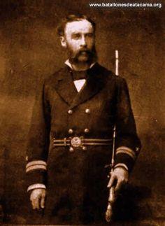 """Vicealmirante Juan Manuel Simpson Searle. Al estallar la Guerra del Pacífico fue transbordado al blindado """"Cochrane"""" donde tuvo una activa participación en la Batalla Naval de Angamos. Participó en los los bloqueos de El Callao, Iquique, Lomas e Islay; además en la ocupación de Antofagasta y combatió en el asalto y toma de Pisagua, la toma de Arica y las batallas de Chorrillos y Miraflores. En 1884 ascendió a Capitán de Fragata y luego ascendió a Vicealmirante"""