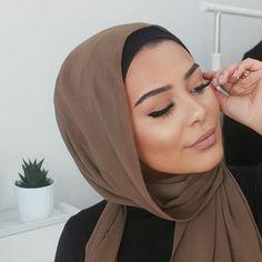 This hijab from Voile Chic ❤️ Happy Friday 😘 – Beauty Shares Arab Fashion, Muslim Fashion, Hijab Turban Style, Hijab Chic, Habiba Da Silva, Hijab Makeup, Muslim Beauty, Modest Wear, Mode Hijab