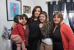 Crisitina Fernandez de Kirchner entregó 923 viviendas en Barrio Almafuerte, San Justo, Buenos Aires. | Cristina Fernandez de Kirchner handed 923 houses in Barrio Almafuerte, San Justo, Buenos Aires.