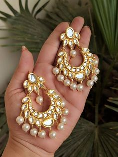 Indian Jewelery, traditional Jewelery,high quality celebrity style Kundan earrings lined with fine pearls - Jewelry - Indian Jewelry Earrings, Jewelry Design Earrings, Indian Wedding Jewelry, Gold Earrings Designs, India Jewelry, Ear Jewelry, Fashion Earrings, Bridal Jewelry, Jewelery