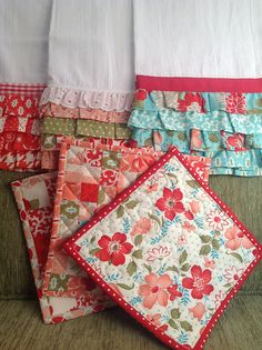 tea towels and hot pads ~small and quick sewing projects to use fabric scraps