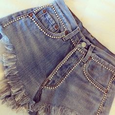 My favorite OMCV studded shorts - Nafarrete London More Chance Vintage Diy Ripped Jeans, Denim Shorts, Denim Fashion, Fashion Pants, Jeans Refashion, Diy Clothes And Shoes, Studded Shorts, Embellished Jeans, Denim Trends