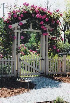 17 DIY Garden Fence Ideas to Keep Your Plants – Garten ideen Garden Gates And Fencing, Diy Garden Fence, Backyard Fences, Front Yard Landscaping, Landscaping Ideas, Easy Garden, Garden Archway, Small Garden Gates, Fenced Garden