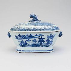 Sopeira em porcelana Chinesa de Cia das Indias do sec.18th, Periodo Qianlong, 37cm, 2,910 USD / 2,590 EUROS / 10,330 REAIS / 18,990 CHINESE YUAN