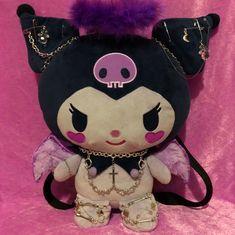 BIG purple angel kuromi plush backpack with fluffy. Sanrio Hello Kitty, Hello Kitty Plush, Aesthetic Grunge, Pink Aesthetic, Mode Emo, Emo Princess, Cute Goth, Estilo Grunge, Kawaii Goth