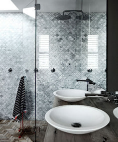 38 Beautiful Fish Scale Tile Bathroom Ideas