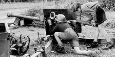 Arnhem, after the war. Two Dutch boys playing with a British gun. Pirate History, Ww2 Weapons, Operation Market Garden, World History, Ww2 History, War Photography, Mystery Of History, World Of Tanks, Military History