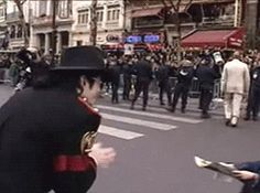 can we please talk about this gif? srsly look at michael! credit goes to: themjquotes