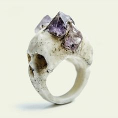 macabre skull ring, this is so pretty! I love the amethyst on the skull!