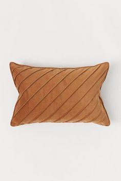 Cotton Velvet Cushion Cover - Light brown - Home AllKuddfodral i bomullssammet - Ljusbrun - Home AllCushion cover in cotton velvet with pleats on the front and a concealed zip.Aksamitna poszewka na poduszkę - Jasnobrązowy - HOMECushions - H&M Home Plain Cushions, Velvet Cushions, Side Sleeper Pillow, H&m Home, Brown Pillows, Best Pillow, Grey Carpet, Cotton Velvet, Soft Furnishings