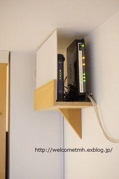 ルーター置き場 : welcome to my home! Modem Internet, Hide Cables, Hide Cable Box, Table Diy, Tatami Room, Bookshelf Plans, Diy Holz, Home Network, Room Setup
