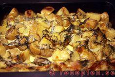 Färskpotatisgratäng - Mycket enkelt recept på färskpotatisgratäng som blir supergod! Med bilder steg för steg. Garam Masala, Food Inspiration, Feta, Nom Nom, Side Dishes, Food And Drink, Pork, Potatoes, Cooking Recipes