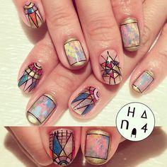 人気のこのデザインも黒ラインで描くとアンティーク調に #stainedglass #antique #ステンドグラス #kitgallery #hana4 #nail #hana4art #nailart #nailarts #art #nailsdone #handpaint #handpainted #手描きアート #arts #nailsbyhana4...
