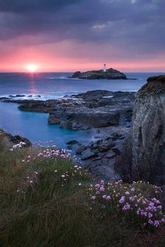 Sunset at Godrevy Lighthouse Cornwall, England All Nature, Amazing Nature, Beautiful World, Beautiful Places, Nature Photography, Travel Photography, Foto Art, English Countryside, Nature Pictures