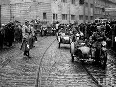 This Day in History: Mar 15, 1939: World War II - Nazis take Czechoslovakia http://dingeengoete.blogspot.com/ http://2.bp.blogspot.com/_oIAhQMTG-dU/S9b6lvh3TKI/AAAAAAAAEXk/hRatuLFU80g/s1600/hitler-nazi-germany-czechoslovakia-annexation-1938-ww2-prague-010.jpg