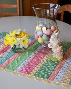 See the Easter Table Runner in our 2009 Easter Creations Photo Contest gallery Table Runner Tutorial, Table Runner Pattern, Table Runner And Placemats, Quilted Table Runners, Easter Projects, Easter Crafts, Easter Decor, Sewing Crafts, Sewing Projects
