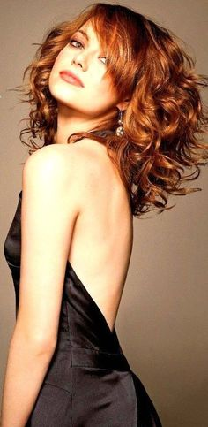 Emma Stone voluminous hair and sexy black dress.Redheads are Hot. Actress Emma Stone, Voluminous Hair, Corte Y Color, Beautiful Redhead, Beautiful Women, Great Hair, Hairstyles With Bangs, Updo Hairstyle, Popular Hairstyles
