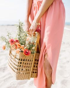 This kind of photo is honestly a superb design technique. Beach Cottage Decor, Coastal Cottage, Color Of The Day, Live Coral, Beach Picnic, Pink Grapefruit, Beach Cottages, Coral Color, Coral Pink