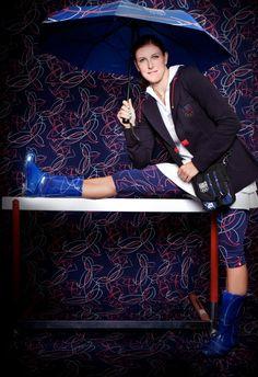 HOLKA DO DEŠTĚ. Překážkářka Zuzana Hejnová předvádí kolekci, se kterou čeští olympionici vyjedou do Londýna. Olympians, Legends, Sport, Pictures, Deporte, Sports