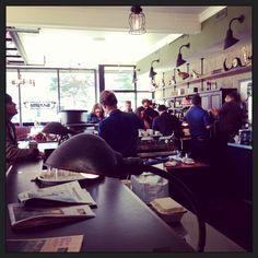 Sep. 2013. エスプレッソが旨い。アルバータ・パーク近辺は地産地消だったり、オーガニックだったり、グルテン・フリーだったり中身も見た目もいけてる店が多い。珈琲も「ダウンタウンばかりじゃないぜ」って感じ。