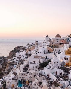 Caldera view at sunset Photo Wall Collage, Picture Wall, Santorini, Paris Skyline, Greece, Sunset, Pictures, Travel, Instagram